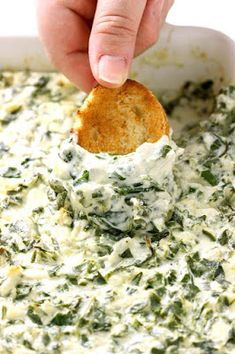 Easy Spinach Artichoke Dip - Cakescottage - - I have to give you one piece of advice: bring the easy spinach artichoke game day winners dip and watch how you become the big hero at the party! Healthy Recipes, Cooking Recipes, Dip Recipes, Potato Recipes, Vegetable Recipes, Vegetarian Recipes, Healthy Dips, Simply Recipes, Dinner Healthy