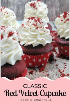 With Valentine's Day just around the corner this recipe for red velvet cake cupcakes is just what you need for that party! Brownie Desserts, Oreo Dessert, Mini Desserts, Delicious Desserts, Baking Desserts, Red Cupcakes, Red Velvet Cupcakes, Yummy Cupcakes, Velvet Cake