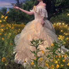 Ball Dresses, Ball Gowns, Dresses Dresses, Pretty Dresses, Beautiful Dresses, Fairytale Dress, Vintage Princess, Princess Aesthetic, Fantasy Dress