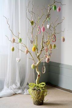 deko ostern ostereierbaum basteln raffia band gruen