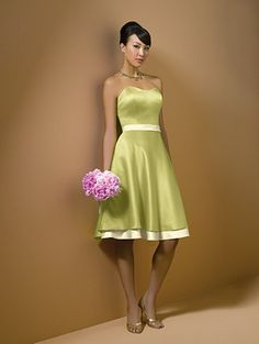 Bridesmade dress. Only in light pick with a white sash