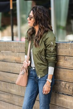 Perfect bomber jacket for fall Bomber Jacket Outfit, Green Bomber Jacket, Hello Fashion Blog, Autumn Winter Fashion, Fashion Fall, My Style, Clothes, Unedited Photos, Military Shirt