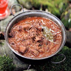 Kančí guláš , Foto: Kitchen Story Kitchen Stories, Recipies, Curry, Pork, Cooking, Ethnic Recipes, Mad, Recipes, Kale Stir Fry