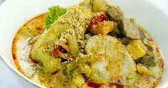 Resep : Lontong Cap Go Meh Komplit dan Enak Drink Menu, Food And Drink, How To Read A Recipe, Pork Bacon, Asian Recipes, Ethnic Recipes, Asian Foods, Vegetable Curry, Indonesian Food