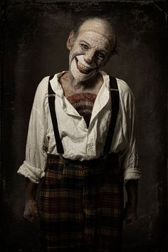 "In collaboration with makeup artist Valeria Orlando, photographer Eolo Perfido has created a creepy portrait series of terrifying clowns titled ""Clownville"". Gruseliger Clown, Circus Clown, Creepy Clown, Joker Clown, Circus Theme, Dark Circus, Arte Horror, Horror Art, Images Terrifiantes"