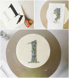 comment réaliser une décoration simple pour un gateau anniversaire 1 an à l'aide d'un patron chiffre Aide, Birthdays, Birthday Cake, Tableware, Sweet, Desserts, Food, Cat, Olaf Cake