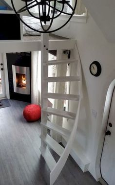 Esket Tiny House on Wheels by Robert and Bettina Johnson 003 This is the 280 sq. Esk'et Tiny House on Wheels with a genius loft design and smart storage solutions throughout. Pay attention, because this might just be your new favorite tiny home! Tiny House Swoon, Tiny House Living, Tiny House On Wheels, Tiny House With Loft, Living Room, Small Living, Tiny House Stairs, Loft Stairs, House Ladder