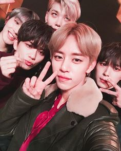 @dh_jung_bap 2017년에는 꼭 모두가 행복하게해주세요. #BABY #BAP In 2017, please make sure everyone is happy. #BABY #BAP