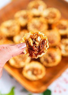 Kahlua Pecan Brie - Plain Chicken Brie Appetizer, Fall Appetizers, Christmas Appetizers, Appetizer Recipes, Fun Recipes, Burger Recipes, Recipe Ideas, Kahlua Recipes, Recipes