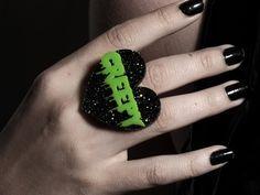 Creepy Ring – Glitterbomb