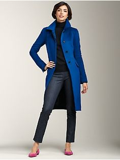 Great color and design lines. If I had the money to blow on clothes, I would get an outfit like this. Dyt Type 4 Clothes, Winter Outfits, Casual Outfits, Winter Typ, Winter Coat, Trench Coat Outfit, Blue Coats, Mode Style, Capsule Wardrobe