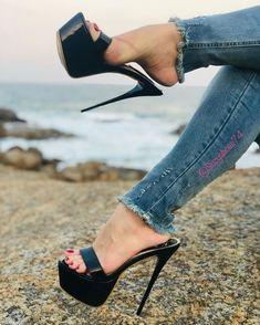 Hot Heels, Nylons Heels, Sexy Legs And Heels, Black Stiletto Heels, Strappy High Heels, Sexy Sandals, Talons Sexy, Frauen In High Heels, Jeans With Heels