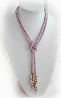 Idea for wearing rope necklace by rosanne - DIY Schmuck Rope Jewelry, Fabric Jewelry, Lariat Necklace, Leather Jewelry, Jewelry Crafts, Beaded Jewelry, Jewelery, Handmade Jewelry, Jewelry Necklaces