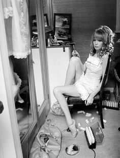 Pattie Boyd for Vogue, Photo by Norman Parkinson. via Indy Pendent Thinking Swinging London, 1960s Fashion, Vintage Fashion, British Fashion, Punk Fashion, Fashion Outfits, Norman, Louise Ebel, Colleen Corby