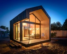 We already got Modern Tiny House on Small Budget and will make you swon. This Collections of Modern Tiny House Design is designed for Maximum impact. Tiny House Swoon, Small Tiny House, Best Tiny House, Tiny Houses For Sale, Tiny House On Wheels, Little Houses, Mini Houses, Small Modern Home, Modern Tiny House