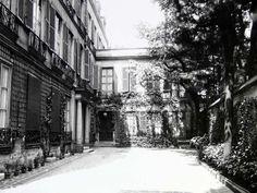 Eugene Atget, Pavillon at 20 Rue Jacob, home of Natalie Clifford Barney's salon
