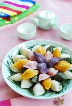 Korean Rice Cake, Korean Sweets, Korean Dessert, Korean Food, Sweet Rice Cake Recipe, Rice Cake Recipes, Rice Cakes, Alcoholic Desserts, Asian Desserts