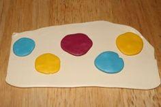 An interesting way of creating a Skinner blend (K) Polymer Clay Dot Blend