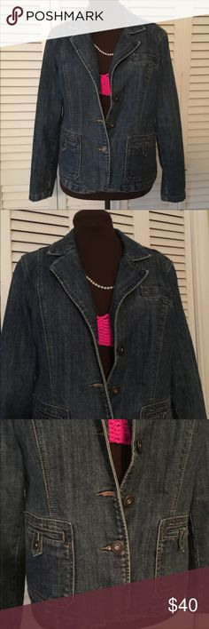 "Dress Barn Denim Jacket Size XLP Perfect Denim Jacket with good fade.  Has 3 front pockets.  And sleeves have 3 buttons each.  Just beautiful.  I shot Photo with only a bikini top on.  Tried to add some color.  EUC  Bust:  42"" Waist:  39 1/2"" Length:  22"" Dress Barn Jackets & Coats Jean Jackets"