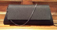 Carteira nellfernandes trapézio em tela metálica preta sobre crepe preto - tamanho: 28 x 12 - R$160,00