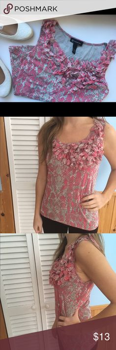 Size M flowery nylon top Beautiful nylon International Concepts top with clusters of flowers around the neck line. Worn once or twice. 100% nylon. Looks brand new! Bundle to save! 💕 I-N-C Tops Tank Tops