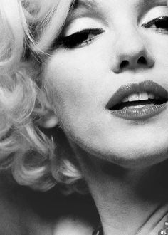 Marilyn Monroe the epitome of ultimate feamine beauty. Just because you aren't a size zero doesn't mean you aren't sexy. ♥