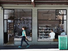 I love coffee shops! The smell of coffee, the relaxed atmosphere and the often beautiful spaces makes them my favourite meeting place. Cafe Design, Store Design, Interior Design, Organic Food Market, Coffee Market, Coffee Shops, Window Signs, Cafe Style, Shop Fronts