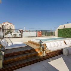 Inspiratie voor dakterras met jacuzzi of zwembad. Inspiration for roof terrace with jacuzzi or swimm Rooftop Design, Terrace Design, Terrace Decor, Rooftop Garden, Rooftop Terrace, Small Terrace, Design Hotel, House Design, Outdoor Spaces