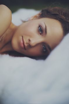 portraits in bed. Soulful Portrait Photography by Anastasia Volkova Beauty Makeup, Hair Makeup, Hair Beauty, Pure Beauty, Beauty Women, Natural Beauty, Boudoir Photography, Portrait Photography, Heart Photography