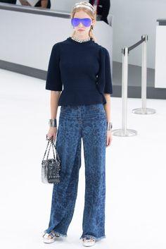 Chanel reinterpreta los años 70 con sus pantalones pata de elefante