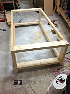 Table Basse DIY – Rustic X DIY Rustic X Coffee Table – Build your own coffee table in an afternoon! Simple Coffee Table, Coffee Table Plans, Rustic Coffee Tables, Cool Coffee Tables, Decorating Coffee Tables, Rustic Table, Table Cafe, Diy Table, Western Furniture