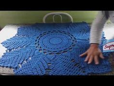 PASSO A PASSO TAPETE EM CROCHÊ MODELO COQUEIRO - YouTube Crochet Doily Patterns, Crochet Mandala, Crochet Squares, Thread Crochet, Filet Crochet, Crochet Designs, Crochet Doilies, Crochet Stitches, Knit Crochet