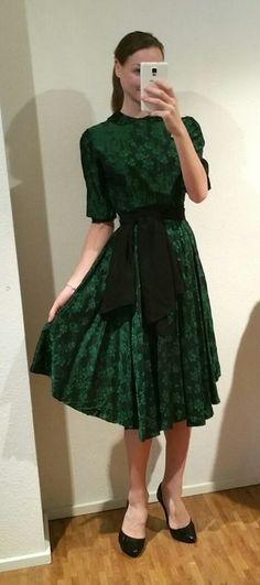 Festliches DIY true Vintage Kleid mit Tellerrock und Bubikragen in weihnachtlichem grün - kleiderkreisel.at
