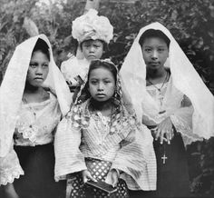 Notice the young lady on the right showing her wedding ring. Philippines People, Philippines Culture, Philippines Fashion, Manila Philippines, Filipino Art, Filipino Culture, Filipino Fashion, Philippine Holidays, Picture Company