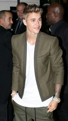 Fall Justin Bieber, Justin Bieber Outfits, Justin Bieber Facts, Justin Bieber Style, Justin Bieber Pictures, Celebrity Moms, Celebrity Crush, My Big Love, Mens Fashion Suits