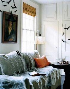 Mettez des toiles d'araignées sur les meubles