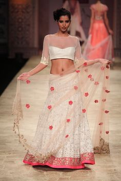 http://sareebride.files.wordpress.com/2013/01/wlifwaw2012d3s8manishmalhotra095.jpg