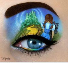 Израильская художница превратила макияж в искусство