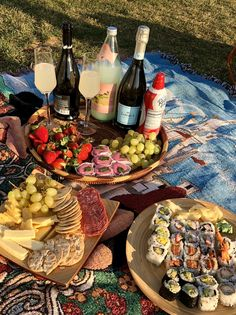 Picnic Date Food, Picnic Foods, Picnic Ideas, Comida Picnic, Good Food, Yummy Food, Food Platters, Summer Picnic, Picnic Time