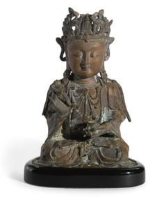 A CHINESE SEATED BRONZE FIGURE OF GUANYIN MING DYNASTY, 16TH/17TH CENTURY
