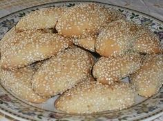 Authentic Greek Recipes: Greek Sesame Cookies The tricks of cooking good meat. Greek Sweets, Greek Desserts, Mini Desserts, Greek Cookies, Yummy Cookies, Recipe For Sesame Cookies, Cypriot Food, Greek Pastries, Cookie Recipes