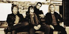 """Bon Jovi Band startet große Tournee um den Globus - Die Band Bon Jovi hat sich für das Jahr 2013 ganz schön viel vorgenommen. Unter dem Leitsatz """"Because we can"""" startet die amerikanische Rockband eine große Tournee, die sie im Laufe eines halben Jahres für 62 Konzerte in die verschiedensten Länder der Welt verschlägt. Nun, bei ihrer 15. Konzert-Tour und nach 30 Jahren Band-Geschichte, schafft es die Gruppe rund um Frontmann Jon Bon Jovi erstmals auch, in sonst eher vernachlässigten…"""