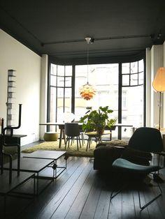 Zwarte Houten Vloer Mobilia Woonstudio Amsterdam
