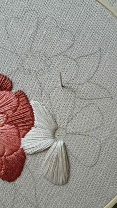 Bead Embroidery Tutorial, Hand Embroidery Patterns Flowers, Basic Embroidery Stitches, Hand Embroidery Videos, Simple Embroidery, Hand Embroidery Designs, Embroidery Techniques, Embroidery Kits, Japanese Embroidery