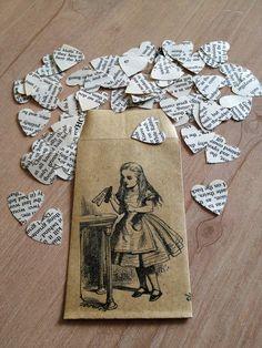 alice au pays des merveille et confettis journaux en forme de coeur #heart #alice #wedding