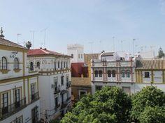You may come across unscrupulous characters in pretty Barrio Santa Cruz. Fiona 2013