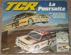 TCR (similar to Scalextric) : Circuit La poursuite : ref : 76-035F avec 2 Renault turbo dont une police equipée d'un gyrophare