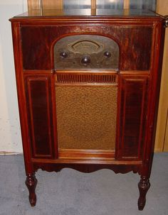 Atwater Kent Model 70 Console Radio (1930)