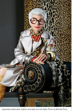 Style & Design Icon: Iris Apfel… Legendary tastemaker, fashion and style icon Iris Apfel. Photo by Michael Price. Iris Fashion, Look Fashion, Fashion Women, Fashion Outfits, Advanced Style, Aging Gracefully, Fashion Over 50, Looks Style, Old Women
