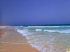 Praia de Chaves, der über 10 Km lange Sandstrand erstreckt sich von Sal Rei bis Chaves Beach. Genug Freiraum für fantastische Strandaktivitäten jeder Art und fotografische Traummotive. An diesem Strandabschnitt befinden sich das Clubhotel RIU Karamboa, das Royal Decameron und das Iberostar Club Hotel. Die Hotelbewertungen zu diesen Anlagen sowie aktuelle Reisetermine sind zu finden über www.BoaVistianer.de